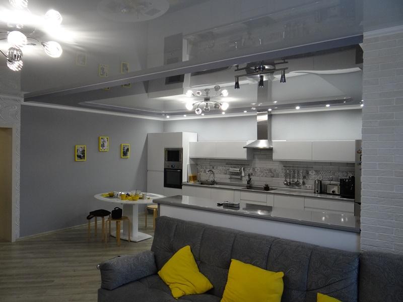 Гарнитур в ремонтированной кухне