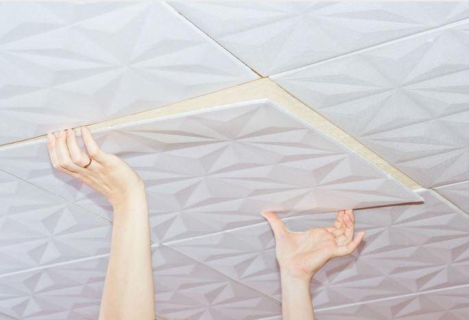 Потолок плитами